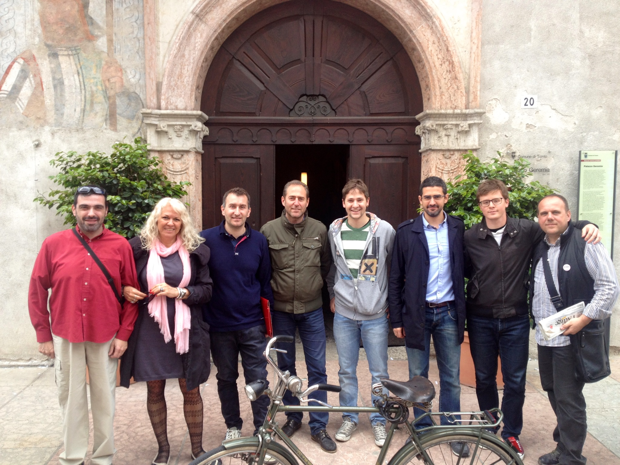 gli attivisti M5S in via Belenzani