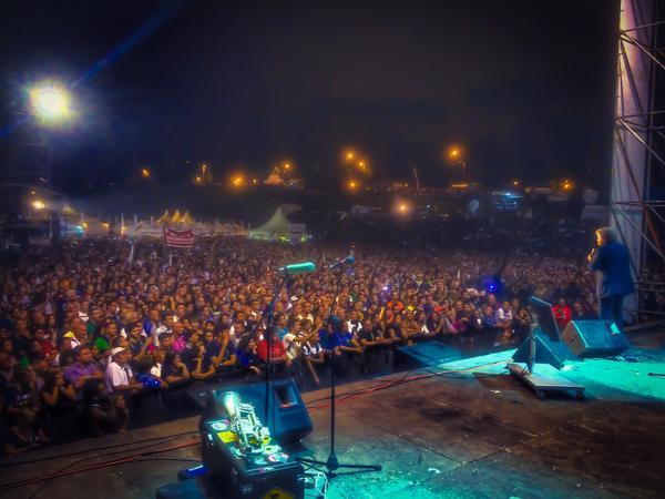 Grillo-sul-palco-2