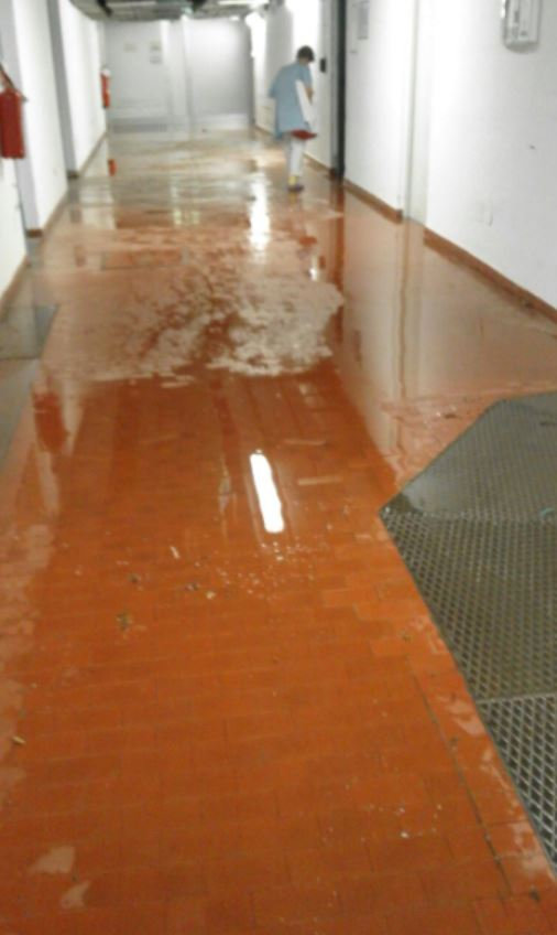 Decadenza dell'ospedale di Rovereto: l'allagamento ne dimostra la manutenzione non adeguata