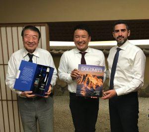 Read more about the article Fraccaro (M5s) in Giappone porta i vini del Trentino: Groppello di Revo' e la varietà resistente Johanniter