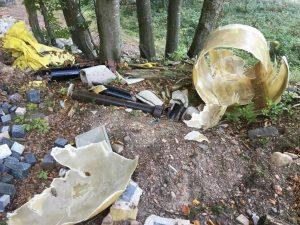 Read more about the article Degrado e rifiuti pericolosi presso il Lago Santo: Ripulire e valorizzare invece che riqualificare