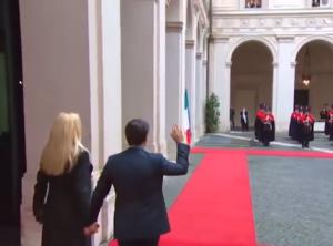 Read more about the article Conte lascia Palazzo Chigi tra gli applausi